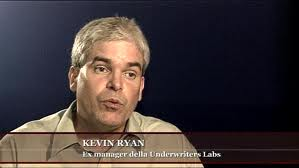 Kevin Ryan dostal padáka z práce, protože poukazoval na manipulace ve vyšetřování 11. září 2001. Pak o tom napsal skvělé články.